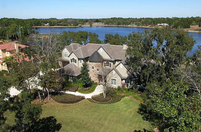 a community shot of Lake Markham Preserve, on OrlandoFineProperties.net